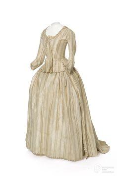 Robe à l'anglaise, 1780-85. From Les Arts Décoratifs via Europeana Fashion.