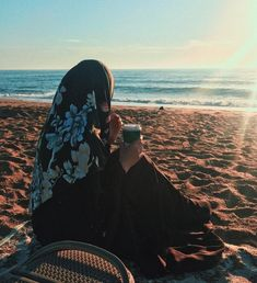 Feeling same to same.😢 For the thing I was regretting from past 5 years never happened. I embarrassing on it's own. Learning to and . Girl Photo Poses, Girl Photography Poses, Girl Photos, Creative Photography, Hijabi Girl, Girl Hijab, Muslim Girls, Muslim Women, Beautiful Hijab Girl