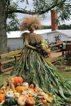 Scarecrow Ideas, Pumpkin People, Fall Window Boxes, Ephemeral Art, Autumn Crafts, Hello Autumn, Fall Decorations, Dress Form, Yard Art