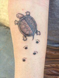 turtle tattoo c: Manu Santana, Dolar Tattoo Barcelona Shoe Tattoos, Ring Tattoos, Body Art Tattoos, Tatoos, Cute Turtle Tattoo, Turtle Tattoo Designs, Turtle Tattoos, Tattoo Hurt, Et Tattoo