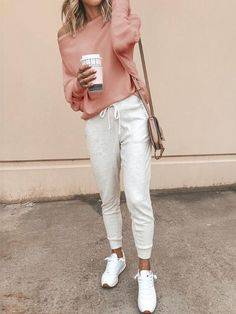 46 Stylish Women Spring Outfits Ideas To Try Right Now - Most people think that when you buy a new wardrobe it means throwing out or giving away everything you previously own and starting from scratch. Spring Outfits For School, Spring Outfits Women, Casual Winter Outfits, Casual Wear, Spring School, Woman Outfits, School Outfits, Summer Outfits, Sporty Outfits