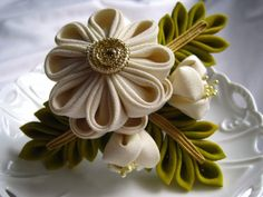 Elegant Cream Bouquet - Tsumami Kanzashi Hair Pin Fork Etsy TheaStarr