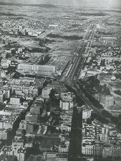 """Paseo de la Castellana. Fuente: Libro: """"Madrid, sinopsis de su evolución urbana"""". La sociedad urbana, que tras la 2ºGuerra Mundial se impone como modelo ..."""