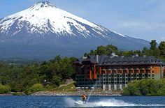 Pucón con el volcan Villarrica de fondo...hermoso!