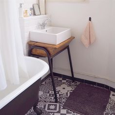 Old House Remodel Bathroom 50 Ideas For 2019 Bathroom Kids, Small Bathroom, Eclectic Desks, Rustic Powder Room, Old School Desks, Closet Remodel, Remodel Bathroom, Old Home Remodel, Bathroom Inspiration
