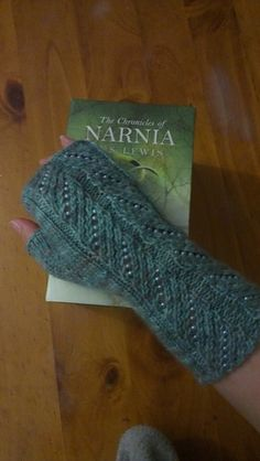 Queen Lucy's fingerless mitts. Free Ravelry pattern. Lovely pearl beads!
