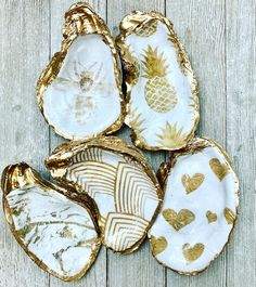 This item is unavailable Seashell Painting, Seashell Art, Seashell Crafts, Oyster Shell Crafts, Oyster Shells, Sea Shells, Ocean Crafts, Beach Crafts, Shell Ornaments