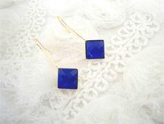 Brinco semi joia com pedra azul royal