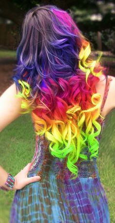 I thought this hairstyle and haircolor was very unique and different you don't see many people with rainbow hair but i would love to dye my hair like this❤️❤️❤️