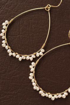 ピアスと痛くないイヤリングを中心に、天然石やパールを使用したオリジナルアクセサリーをお届け。大人の女性に似合うピアスと痛くないイヤリングが、シンプルから華やかまでデザイン豊富に200種類以上! Ear Jewelry, Bead Jewellery, Resin Jewelry, Cute Jewelry, Beaded Jewelry, Jewelry Accessories, Jewelry Making, Jewelery, Handmade Wire Jewelry