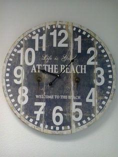 Grijs/blauwe houten klok. Doorsnee 60 cm, uit t assortiment van Blits & Trends, home and living uit Vught.