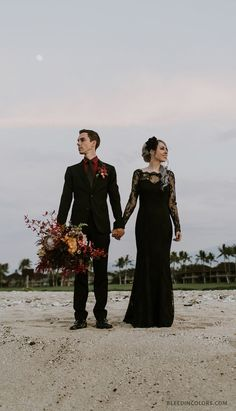 My Halloween Wedding in Hawaii. Sara Harvey bleedincolors.com / Photography by Ruth Powell