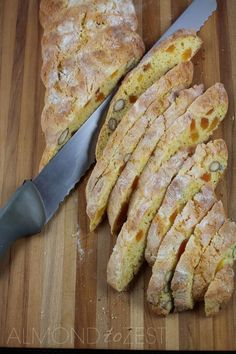 Orange, Almond and Apricot Biscotti is part of Almond biscotti recipe This is a vegetarian biscotti recipe you just have to try! Biscotti originated as Italian almond biscuits in the city of Prato - Italian Dessert Wine, Italian Desserts, Italian Recipes, Italian Foods, Italian Wine, Biscotti Cookies, Apricot Biscotti Recipe, Christmas Biscotti Recipe, Cookie Recipes