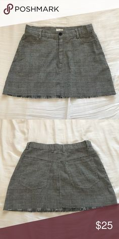 """NWOT Brandy Melville Plaid Skirt NEW without tag, in perfect condition. Super cute & soft plaid skirt with a frayed hem. NO try-ons for this item, it was too short for my liking. — BEST FIT 24 -25 / 00 — Measures 13 1/2"""" across when laid flat — 13"""" in length  ❗️PLEASE READ ❗️ ×  NO TRADES! ×  Reasonable offers accepted - PLEASE be mindful of Posh fees when offering! ×  Smoke-free & pet-free home ×  Freebies ARE included with every purchase 💓 ×  Comment for any questions regarding the item…"""