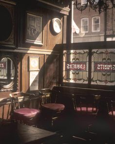 The Long Hall, Historic Dublin Pub - Photographs of Ireland and Dublin Pubs