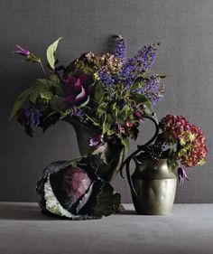 You don't have to spend a bundle on an impressive outsourced Thanksgiving centerpiece. Follow these expert tips to create your own beautiful bouquet.