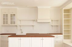 Halbrunder Abschluss zwischen Decke und Küchenschränke