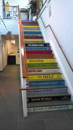 Convierte tu escalera en una biblioteca gigante.