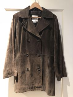 Andrew Marc Espresso Button Up Pea Coat. Free shipping and guaranteed authenticity on Andrew Marc Espresso Button Up Pea Coat*Priced to sell! $100 plus shipping!* I bought thi...