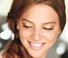 shiseido: shimmering cream eye color in techno gold