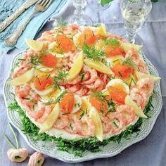 Skagentårta med löjrom - Hemmets Journal Sandwich Cake, Tea Sandwiches, Party Food And Drinks, Party Snacks, Swedish Recipes, Recipe Images, Seafood Recipes, Food Art, Pasta Salad