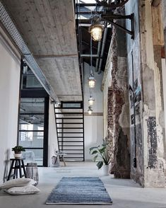 4 Sensitive Tips: Industrial Loft Exterior industrial vintage style.Minimalist Industrial Office industrial desk with storage. Industrial Design Furniture, Vintage Industrial Furniture, Industrial Living, Industrial Bedroom, Industrial Farmhouse, Industrial Interiors, Farmhouse Design, Modern Industrial, Industrial Shelving