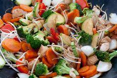 O frango xadrez é um prato super saudável e perfeita para quem quer emagrecer, pois além da presença da proteína magra do frango, temos um monte de legumes aí! Ele faz a festa na dieta! Para quem ...