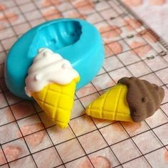 Ice Cream with Cone (18mm) Silicone Mold Flexible Mold - Miniature Food, Sweets, Jewelry, Charms (Clay Fimo Epoxy Gum Paste Fondant) MD294
