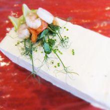 Voileipäkakku laihialaasittain - Lohi-juustokakku