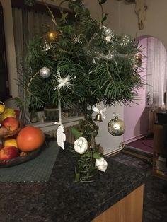 vánoční dekorace Christmas Tree, Table Decorations, Holiday Decor, Furniture, Home Decor, Teal Christmas Tree, Decoration Home, Room Decor, Xmas Trees