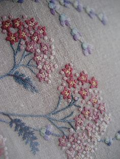 Japanese Embroidery Sashiko Beautiful embroidery and design. image from japanese embroidery book (book not credited) Embroidery Designs, Hand Embroidery Patterns, Embroidery Applique, Floral Embroidery, Cross Stitch Embroidery, Machine Embroidery, Sashiko Embroidery, Embroidery Needles, Herb Embroidery