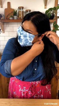 How to make a DIY no-sew face mask. Diy Mask, Diy Face Mask, Diy Home Crafts, Diy Craft Projects, Honey Face Mask, Simply Recipes, Homemade Face Masks, Hacks Videos, Sewing Hacks