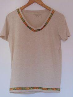 Diy Decorando Camiseta V Neck, Diy, Women, Creative, Fashion, Scrappy Quilts, Decorate T Shirts, Fabric Ribbon, Fabrics