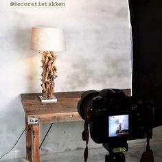 Nieuwe product foto's maken, Hanglampen, staande en tafel lampen gemaakt met natuurlijk hout. webshop www.decoratietakken.nl Desk Lamp, Table Lamp, Lighting, Home Decor, Table Lamps, Decoration Home, Room Decor, Lights, Home Interior Design