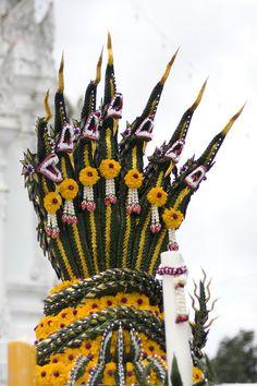 Floral Garland, Flower Garlands, Lotus Pond, Gods And Goddesses, Girls Dream, Handmade Flowers, Wealth, Flower Arrangements, Thailand