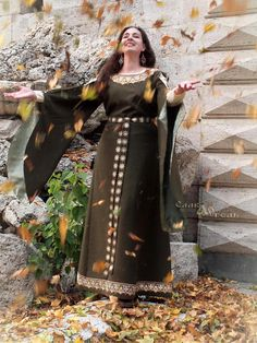 We are pleased to present you the medieval dress Queen. We can offer you two options: 1. Full set - the top dress (sleeves with a lining), the bottom dress, a belt, two clasps-cufflinks or buttons on sleeves.  2. Set with a top dress with vtachannymi lower sleeves, belt, two fasteners-cufflinks or buttons on the sleeves.  The dress is sewn for an example of linen with viscose. Of course, the best choice is natural fabrics. Our customers choose linen! The dress can also be made of…