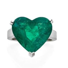 BOUCHERON Platinum ring set with an emerald cut into a heart. Signed Boucheron. Weight of the emerald: 8.52 ct.