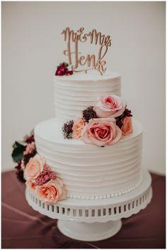Lancaster Weddings | Pennsylvania Weddings | Riverdale Manor | Wedding Cake | Florals | www.redoakweddings.com #weddingcakes
