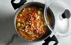 Φασολάδα με πράσα και αρωματικά - Συνταγές - Πιάτα ημέρας | γαστρονόμος Chana Masala, Chili, Soup, Cooking, Ethnic Recipes, Kitchen, Chile, Soups, Chilis