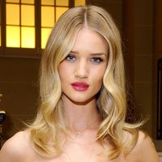 Rosie Huntington-Whiteley has given us a sneaky peek behind the scenes on her lingerie line shoot for Marks & Spencer…