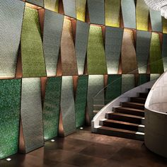The opalescent glass paste of our is what gives this hotel hall a glossy look: discover our Diamond collection. Showroom Interior Design, Tile Showroom, Interior Walls, Interior Architecture, Auditorium Design, Facade Design, Tile Design, House Design, Sicis Mosaic