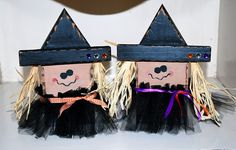Witches stand about tall each: Linking to: shabbynest-frugal-friday 2x4 Crafts, Fall Wood Crafts, Halloween Arts And Crafts, Wood Block Crafts, Halloween Signs, Diy Halloween Decorations, Thanksgiving Crafts, Holidays Halloween, Halloween Diy