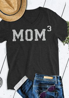 Mom 3 V-Neck Short Sleeve Tees 2018 Fashion Solid Black T-Shirt Women Short Sleeve Casual Spring Light Gary Basic Tops Women's Dresses, Only Shorts, Look Girl, T Shirt Designs, Vinyl Shirts, Diy Shirt, Looks Cool, Cute Shirts, Boy Mom Shirts