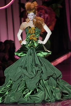 Style.com Lookbook - Rococo - A collection of fashion inspired by the Rococo era - Fall 2007 Couture Christian Dior - Runway