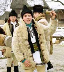 """Little plow"" is another ancient Christmas tradition in which bands of young man starts with the plow signifying a fertility rate consisting in a wish to bring rich harvest in the coming year We Are The World, People Of The World, Romania People, Ethnic Outfits, Ethnic Clothes, Popular Costumes, City People, Folk Clothing, Culture"
