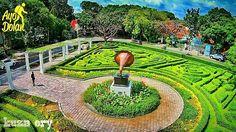 Taman Kota Malang Terletak di Jl. Buring, Kota Malang, Jawa Timur  Ada taman yang berbentuk labirin kecil dan di dalamnya ada semacam kotak musik. Kalau dari jalanan mungkin kurang terdengar, tapi waktu masuk ke dalam taman yang deket kotak musik tersebut kamu akan dengar suara nyanyian yang keluar. #ayodolan kesini, di dekat taman ini juga ada taman kota lainnya yaitu Taman Nivea dan Hutan Kota Malabar  Foto dolan dari @kuza_ery  #ayodolanmalang #tamankotamalang #malang