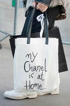 [ bags] Behold, the Best Accessories From the Paris Fashion Week Style Set: A black and white tote displayed a cheeky Chanel message. Sacs Tote Bags, Mk Bags, Canvas Tote Bags, Reusable Tote Bags, Fashion Bags, Fashion Shoes, Fashion Accessories, Paris Fashion, Street Fashion