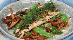 Röding med kantareller och brynt sesamsmör   Recept från Köket.se Seaweed Salad, Japchae, Yummy Food, Japanese, Fish, Chicken, Ethnic Recipes, Delicious Food, Japanese Language