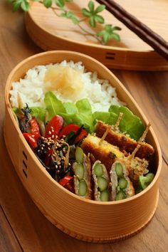 Lunch daily and seasonal taste of Linmal's Kitchen ~ Kanazawa: lunch Japanese Lunch Box, Japanese Dishes, Japanese Food, Cute Food, Yummy Food, Bento Box Lunch, Lunch Boxes, Bento Recipes, Asian Recipes