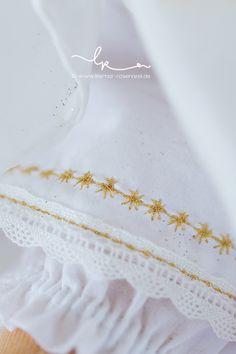 Waldorf baba Puppenseelchen, részlet, csillag hímzés, varrás, Rosenresli, Puppenwiege, Lillemor, Babyfotograf Bietigheim-Bissingen